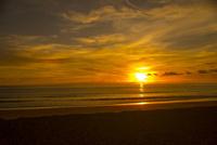 夕日に輝くカタノイビーチ