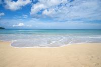 カタノイビーチに押し寄せた波