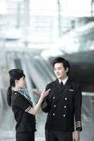 パイロットと客室乗務員 02442000676| 写真素材・ストックフォト・画像・イラスト素材|アマナイメージズ