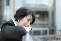 中年女性 02442001126| 写真素材・ストックフォト・画像・イラスト素材|アマナイメージズ