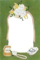 花と手袋と指輪とネックレスのウェディングフレーム