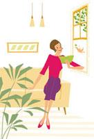 窓辺で本を読む女性と鳥