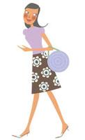 横を見ながら歩いている女性 02463000102| 写真素材・ストックフォト・画像・イラスト素材|アマナイメージズ