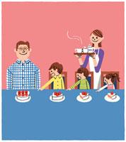 食卓にケーキを用意している家族 02463000161| 写真素材・ストックフォト・画像・イラスト素材|アマナイメージズ