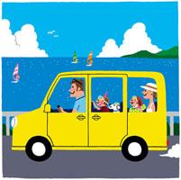 海岸沿いを車で走る家族
