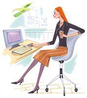 オフィスでパソコンに向かっている女性
