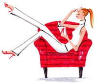 ソファで本を読んでいる女性
