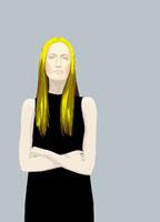 腕を組む黒いワンピースを着た金髪の女性