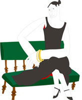 イスに座っている30代女性
