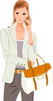バッグを片手に微笑んでいる女性