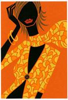 オレンジ色の服を着て頭に手をあてている女性
