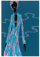 シャツワンピースを着て立つショートヘアの女性