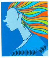 青い洋服を着ている女性の横顔