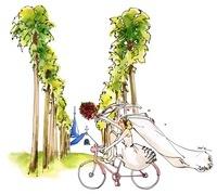 ブーケを持って自転車に乗る花嫁