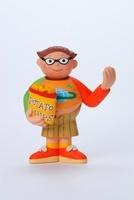 スナック菓子を持っている太った男の子 02463000684| 写真素材・ストックフォト・画像・イラスト素材|アマナイメージズ