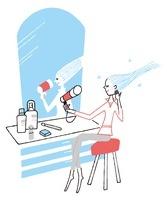 鏡の前でドライヤーを使用している女性