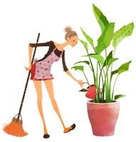 掃除をしながら、植木に水をやる女性