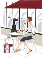 オープンカフェでお茶をしている女性