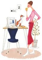コーヒーを飲みながらパソコンのチェックをしている女性