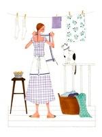 猫と洗濯物を干している女性