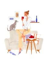 猫とリンゴを食べている女性