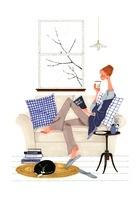 猫とソファーでコーヒーを飲みながら本を読んでいる女性