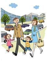街で散歩をしている家族