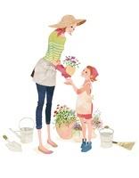 子供にお花の植木鉢を渡しているお母さん