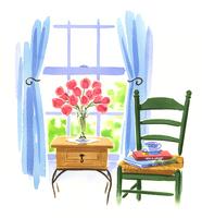 サイドテーブルの上にある薔薇が入った花瓶と本が乗った椅子