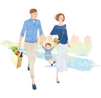 買い物のあと散歩をしている家族 02463001187| 写真素材・ストックフォト・画像・イラスト素材|アマナイメージズ