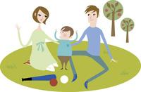 公園でくつろぐ家族