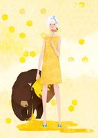 熊と蜂蜜のツボを持った女性