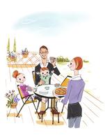 テラスで食事をする家族