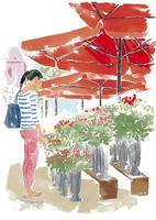 花屋で花を見る女性