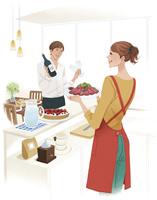 料理を運ぶ女性とワインを持つ男性