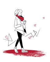 コーヒー片手に散歩をする女性