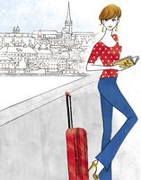 ヨーロッパを旅するスーツケースを持った女性 02463001784| 写真素材・ストックフォト・画像・イラスト素材|アマナイメージズ