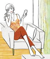 部屋で化粧水をつける女性