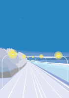 朝焼けの海沿いに走る高速道路と街灯