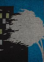 明かりの灯ったマンションの外で風になびく樹木 02474000036| 写真素材・ストックフォト・画像・イラスト素材|アマナイメージズ