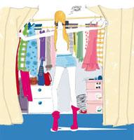 服を探す女性 02485000009| 写真素材・ストックフォト・画像・イラスト素材|アマナイメージズ