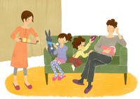 ソファで過ごす家族