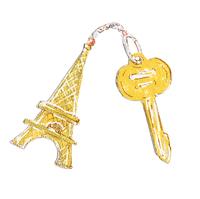 エッフェル塔のキーホルダーと鍵