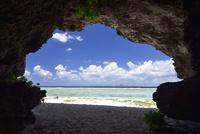 瀬底島のビーチから望む伊江島