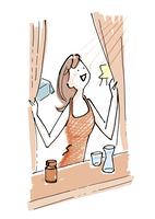 窓辺の女性 02514000068| 写真素材・ストックフォト・画像・イラスト素材|アマナイメージズ