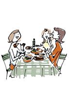 レストランで会話する女性