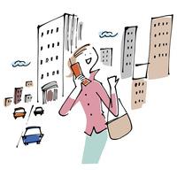 街中で携帯電話を使う女性