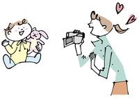 赤ちゃんとビデオ撮影する女性