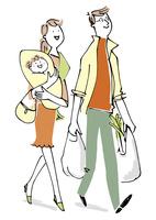 赤ちゃんを抱っこする女性と買い物袋を持つ男性 02514000453| 写真素材・ストックフォト・画像・イラスト素材|アマナイメージズ