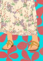 花のスカートとサンダル
